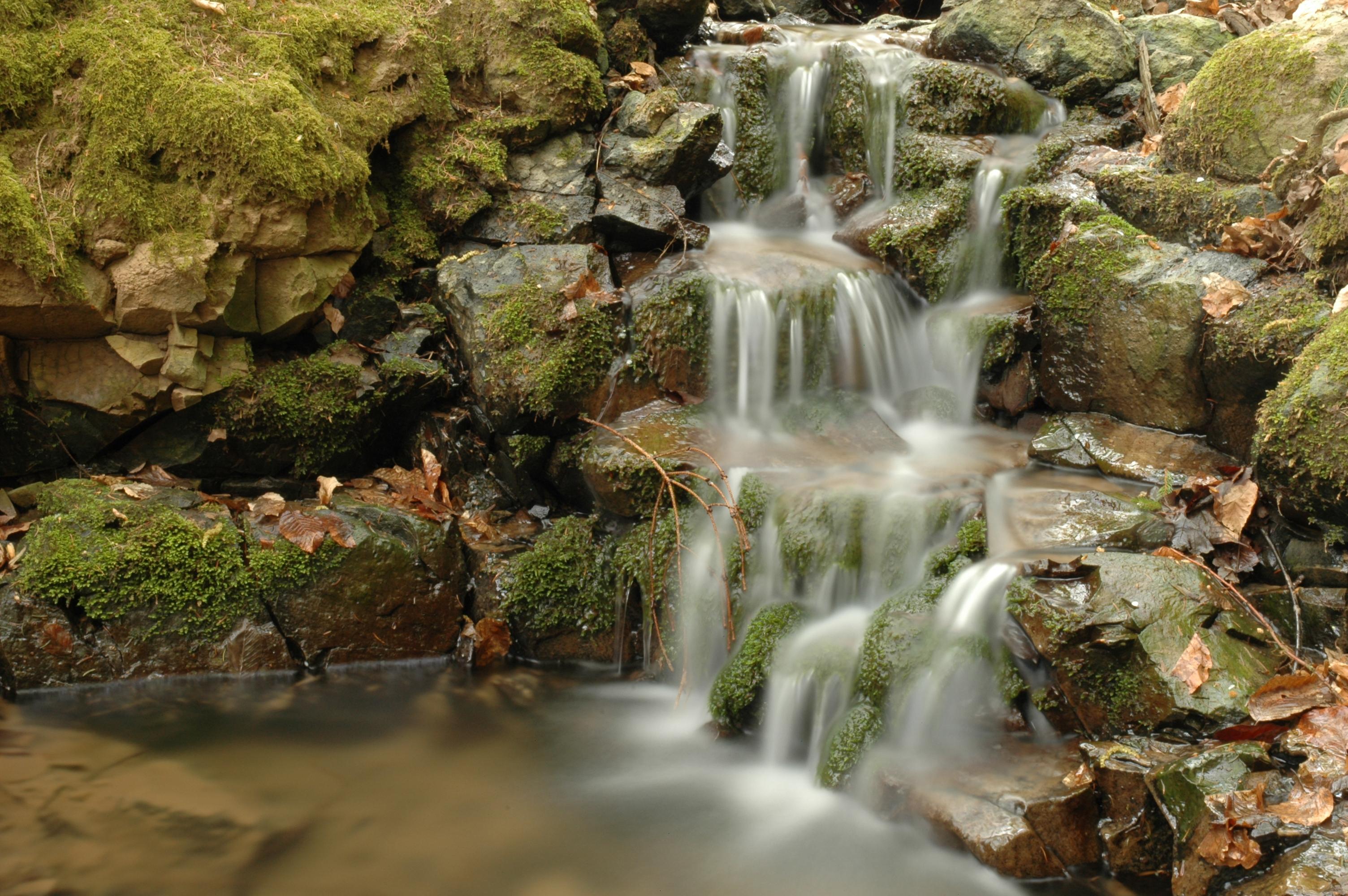 """""""Wasserfall"""" in der Lautenbach zwischen Laubach und Friedrichshütte"""