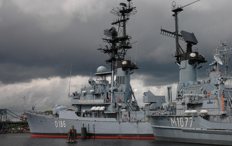 Schiffe vor Anker im Marinemuseum Wilhelmshaven